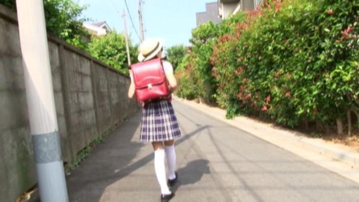 6年目のランドセル 「木村葉月」制服歩道