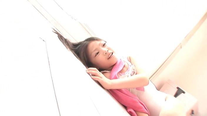 8歳の奇跡 「水谷彩音」レオタード寝転び