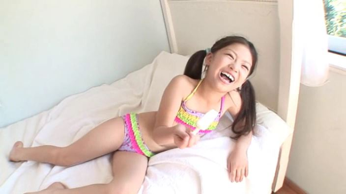 8歳の奇跡 「水谷彩音」フリルチューブアイス舐め