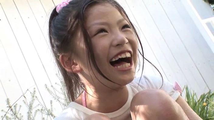 8歳の奇跡 「水谷彩音」洋服笑顔アップ
