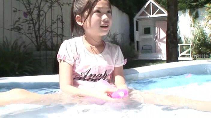 8歳の奇跡 「水谷彩音」洋服プール