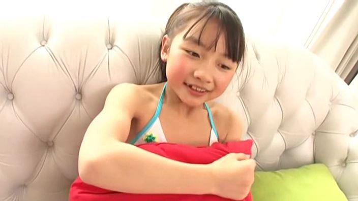 赤いランドセル 『4年生の新学期』「 青井せら」緑白ビキニクッション