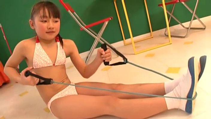 赤いランドセル 『4年生の新学期』「 青井せら」ハート柄ビキニ健康器具
