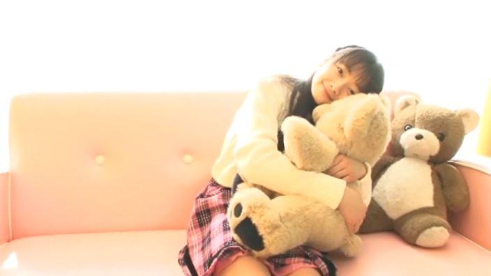 「赤いランドセル 「春から六年生!!」 青井みわ」クマ抱き