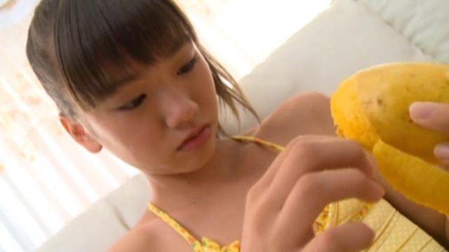 あそぼっ!「佐々木みゆう」黄色水着果物剥き