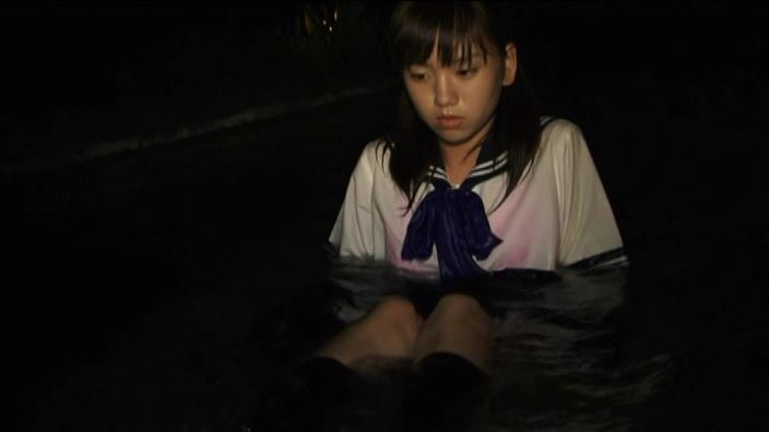 美少女チャレンジ「佐々木みゆう」制服水中上半身