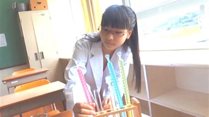 「charming!! 石野瑠見」白衣実験