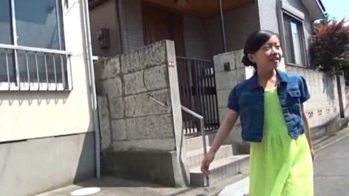 「チルチル Vol.43 ひなちゃん」黄緑スカート屋外歩き