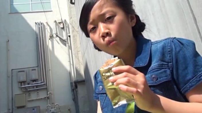 「チルチル Vol.43 ひなちゃん」黄緑スカートアイス食べ