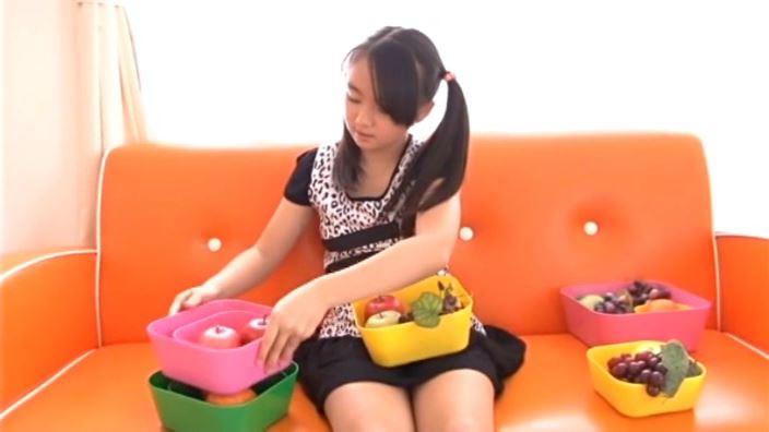 「チルチル Vol.73 えりかちゃん」ツインテール座り果物