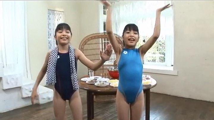ちさみさ初めてのお泊り!「伊藤ちさと・伊藤みさと」競泳水着全身