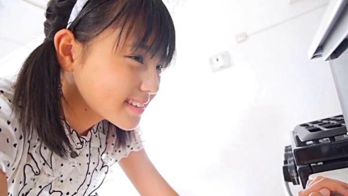「クラスメイト 東亜咲花」洋服上半身横顔