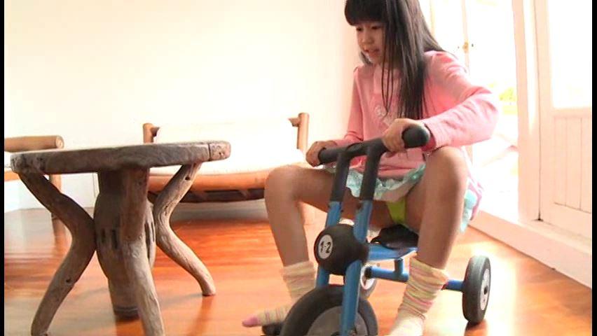 クラスのセンター!!!2「神山ななみ」洋服で三輪車