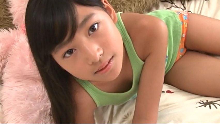 からふるれいんぼー 「早坂美咲」タンクトップ胸元