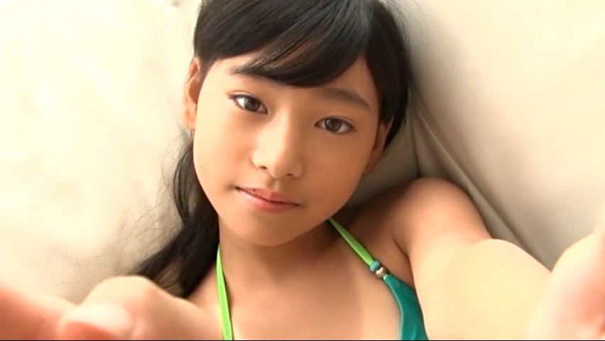からふるれいんぼー 「早坂美咲」緑ビキニ頬に手