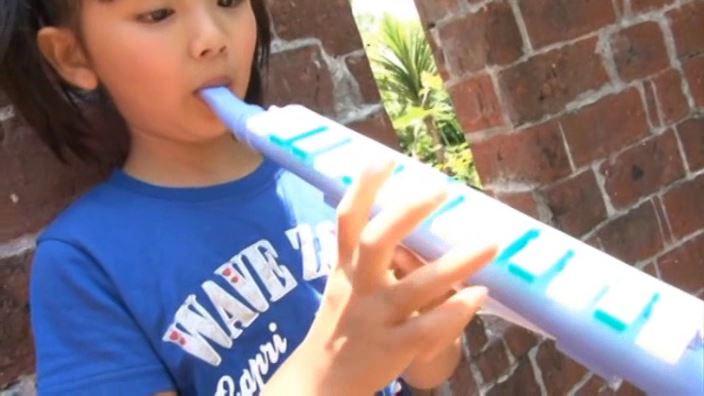 えりかDEちゅ「えりか」青Tシャツ楽器演奏
