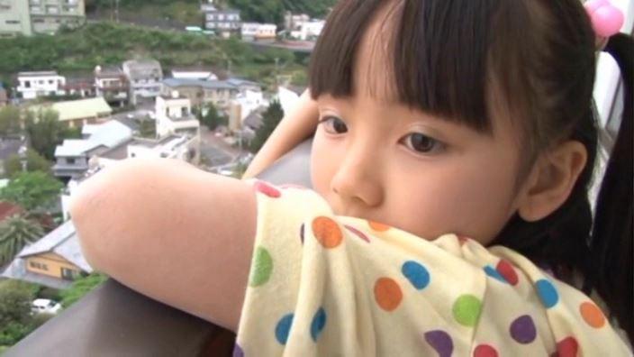 えりかDEちゅ「えりか」黄衣装ピンクビキニ外眺め