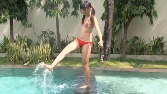 ふぇありー 「水野舞」赤ビキニ全身水蹴り
