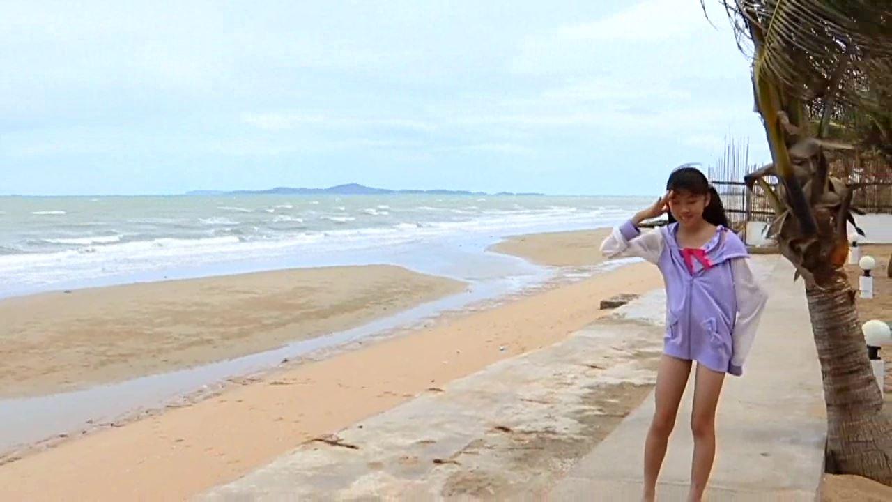「学校なう! はじめまして ~修学旅行編~ 川原かな」浜辺正面立ち