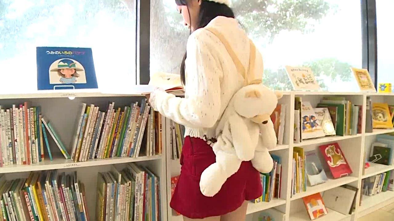「はじめまして 学校なう! 見上瑠那」ニット帽背面