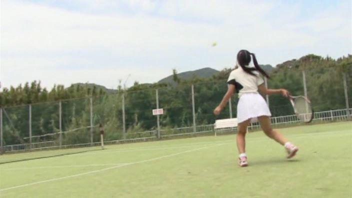初めての夏休み 「白山せいの」テニスウェア全身プレイ中