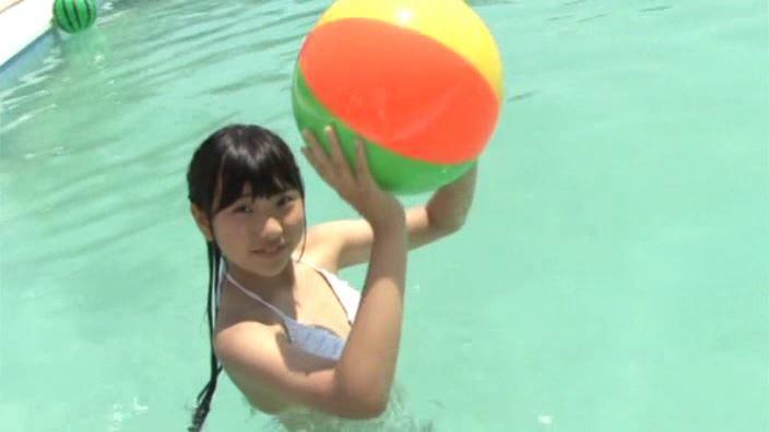 初めての夏休み 「白山せいの」制服白ビキニ水中ボール