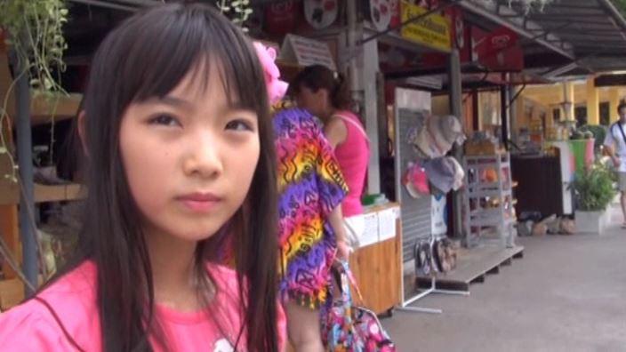 """""""花よりすみれ"""" とっておきの未公開秘蔵映像 「河合すみれ」ピンクTシャツ上半身真顔"""