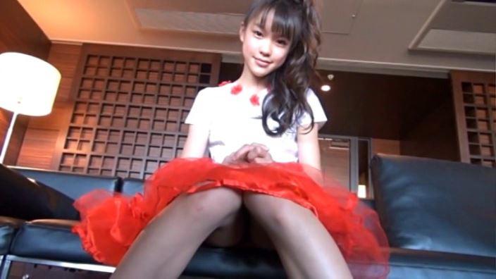 ハローハロー Vol.03「さわこ」赤スカート座り