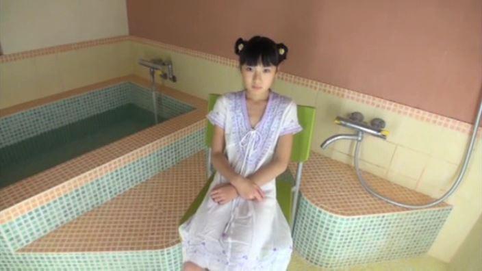 「ひまりズム 新倉ひまり」白パンピ風呂座り