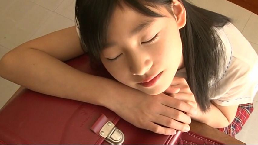 ひまわり11号「早坂美咲」制服居眠り