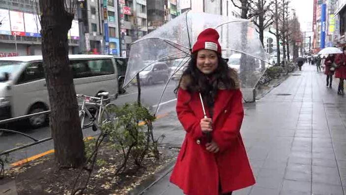 「放課後のキミ。 沖田彩花」赤コート屋外