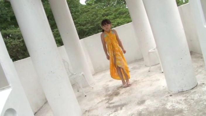 「IDOL FARM えりか…ピュア」黄スカート全身遠景
