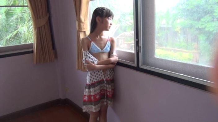 """""""いろどりすみれ""""とっておきの未公開秘蔵映像 「河合すみれ」水色ビキニ窓辺"""