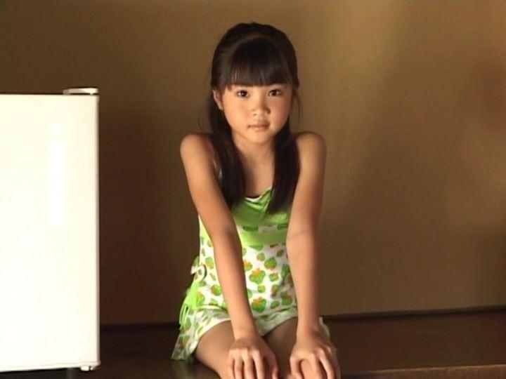 伊豆物語「三浦璃那」緑衣装座り