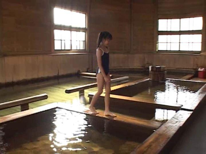 伊豆物語「三浦璃那」スクール水着全身歩き