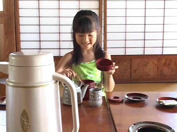 伊豆物語「三浦璃那」緑衣装茶入れ