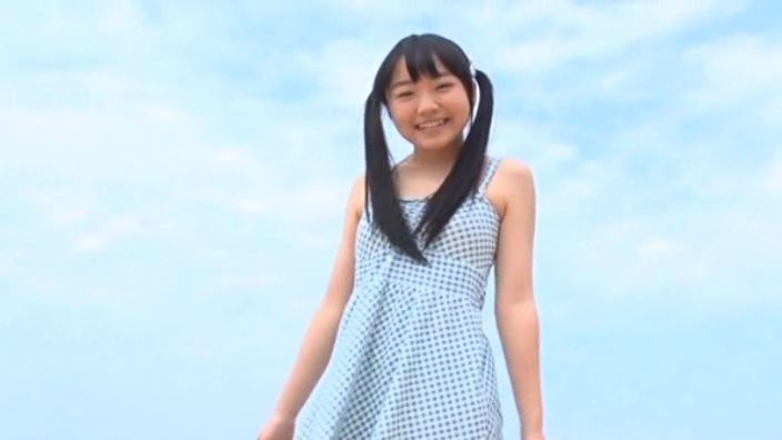「JCスマイル 見上瑠那」浜辺ワンピース青空