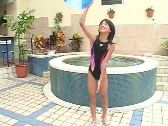 「Jr. ポップ編 苺ゆい」競泳水着ビーチバレー