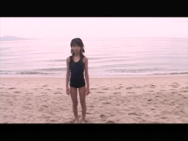 「Jr. ポップ編 苺ゆい」スクール水着浜辺全身