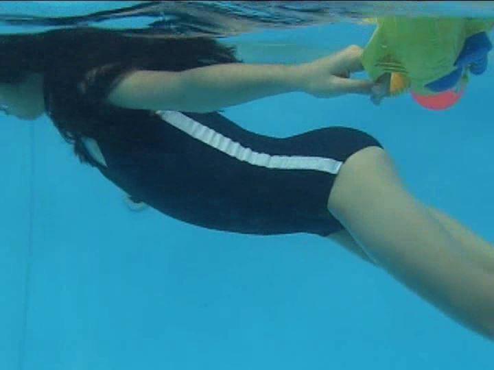 「金子美穂 9歳」スクール水着水中カメラ