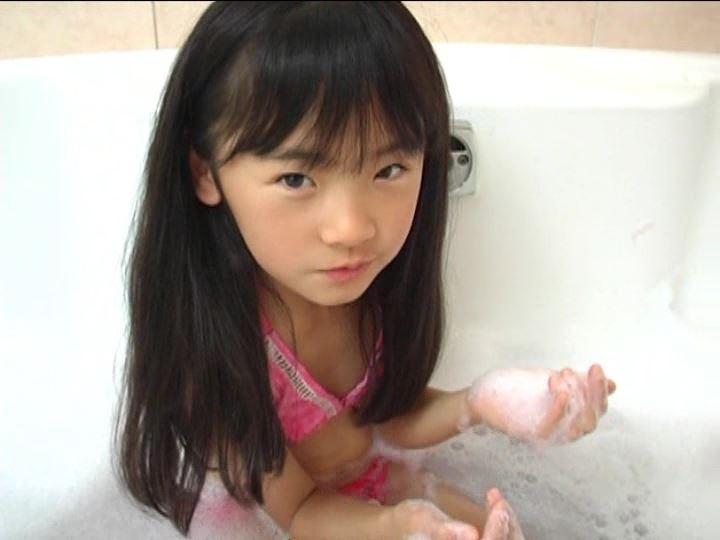 「金子美穂 9歳」ピンクビキニ泡