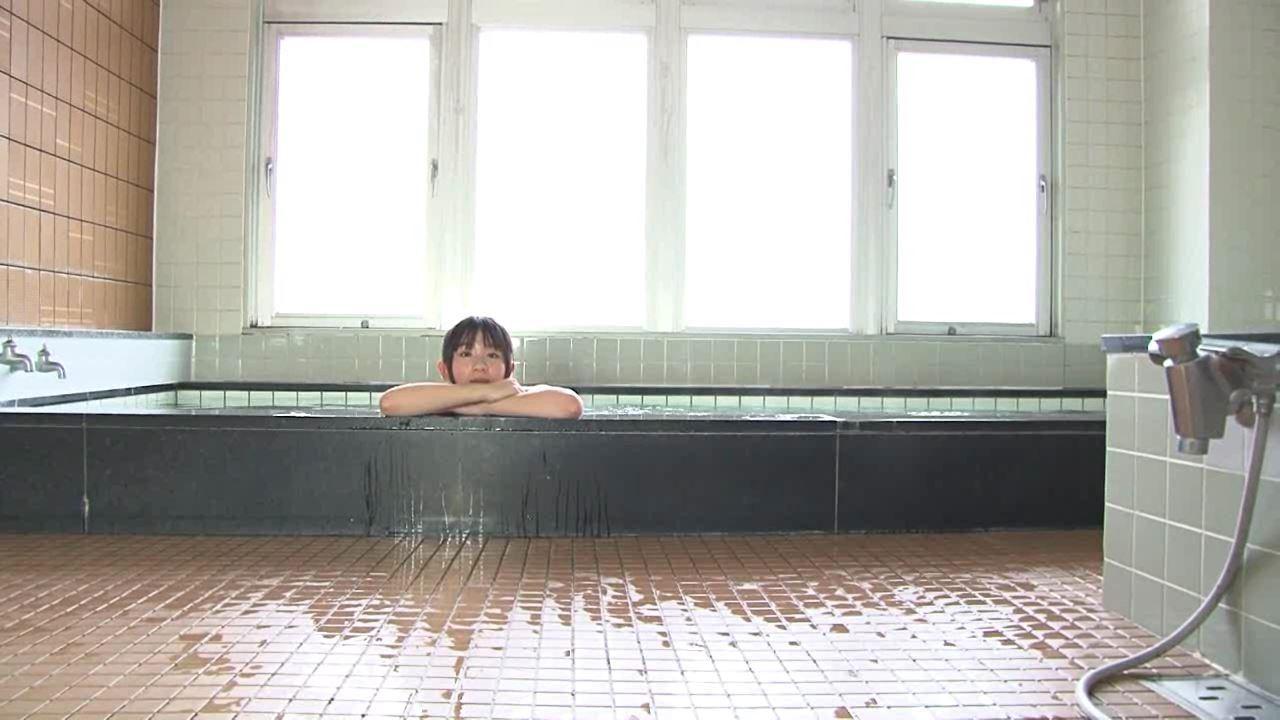 「こはるびより 春日彩香」スクール水着湯舟