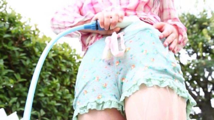 「中学生!恋の通知表 岡田陽菜」チェックシャツ下半身ホース