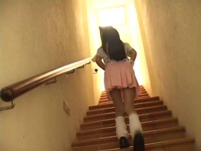 クレヨンりんちゃん 「美月りん」制服背面階段