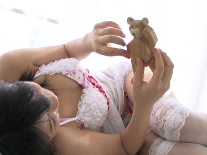 ミナミウインドー「芹沢南」猫耳寝転びクマ