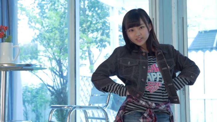 「ミスMガールズ Vol.10 柊宇咲」デニムジャケット腰に手