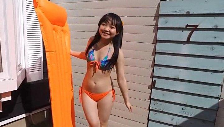 「見上瑠那 水着なう」オレンジビキニ立ちマット
