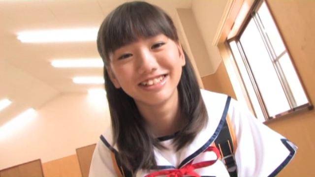 moecco vol.87 可憐スクール少女 「佐々木みゆう」制服上半身笑顔