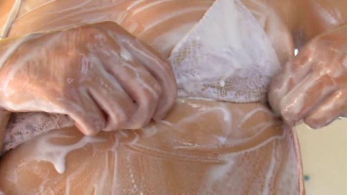なな不思議 「深瀬なな」白ビキニ胸アップ