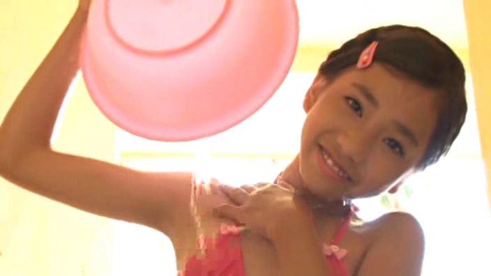 夏色のお嬢さん「蒼井玲奈」ピンクビキニ上半身洗面器